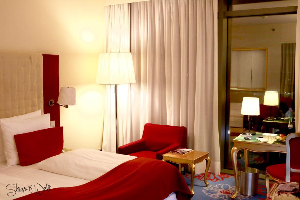 Radisson Blu Zimmer Room Room Service Ausblick Bett Erfahrung