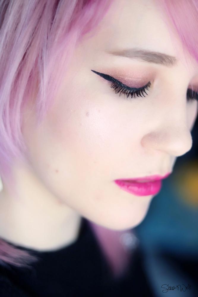 Essence Prismatic Rainbow Glow Highlighter Test Anwendung Shias Welt Beauty Blog Regenbogen Swatch Swatches