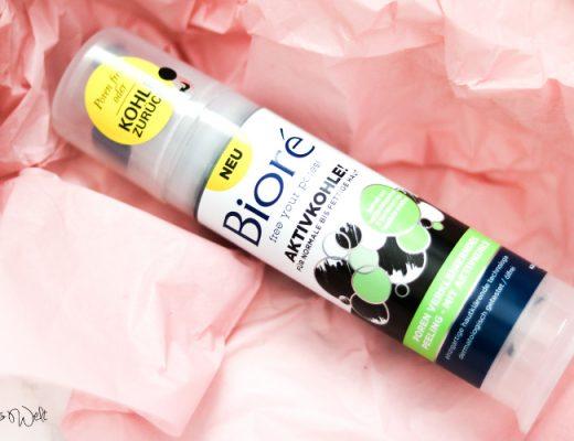BIORÉ Poren verkleinerndes Peeling mit Aktivkohle